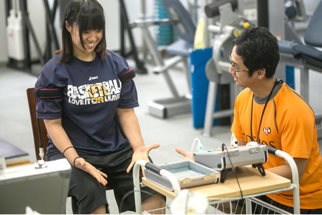 2. トレーニング前の準備運動のグーパー運動