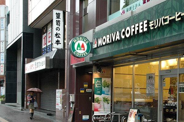 5. コーヒーショップ先のビルが店舗です