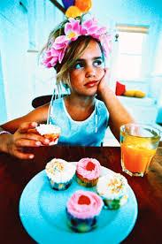 スイーツ食べている女の子